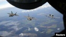 Эстония әуе кеңістігіндегі НАТО әскери ұшақтары. 4 қыркүйек 2015 жыл. (Көрнекі сурет.)