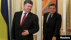 Петро Порошенко (л), Жозе Мануель Баррозу сьогодні в Києві