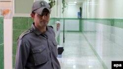 احمد باطبی و پزشک او هر دو در زندان هستند.