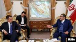 Iran's Secretary of Supreme National Security Council (SNSC) Rear Admiral Ali Shamkhani and UK FM Jeremy Hunt in Tehran, November 19.