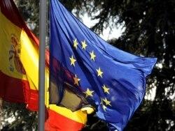 Кризис, или почему сжигают испанские флаги
