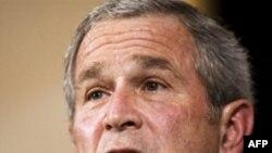 بوش می گوید که این فرصتی برای آمریکایی ها است تا به مردم مسلمان علاقه خود را برای ادامه دوستی و گفت وگوی محترمانه نشان دهند.