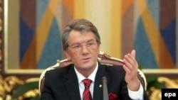 Выступление президента Ющенко у стен Софийского собора украинские телеканалы транслировали в прямом эфире