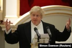 Борис Джонсон выступает на банкете для дипломатов