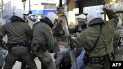 Afinada etirazçılarla polisin toqquşması, 24 fevral 2010