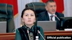 Баш прокурор Аида Салянова парламентте сүйлөп жатат, 17.04.2014