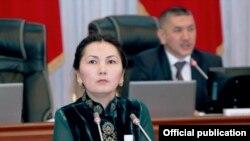 Баш прокурор Аида Салянова Жогорку Кеңештеги жыйындардын биринде.