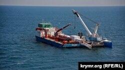 Судно-трубоукладчик, принадлежащее «Черноморнефтегаз». Фото 2012 года