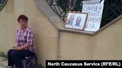 Родные арестованных на акции протеста в Дербенте (архивное фото)