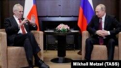 Мілош Земан (л) і Володимир Путін під час переговорів у Сочі, Росія, 21 листопада 2017 року