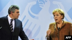 German Chancellor Angela Merkel (right) and British Prime Minister Gordon Brown are both under pressure at home over troops in Afghanistan.