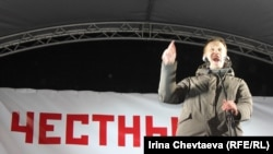 Aleksei Navalny talks to the crowd at the March 5 anti-Putin rally on Pushkinskaya Square in Moscow.