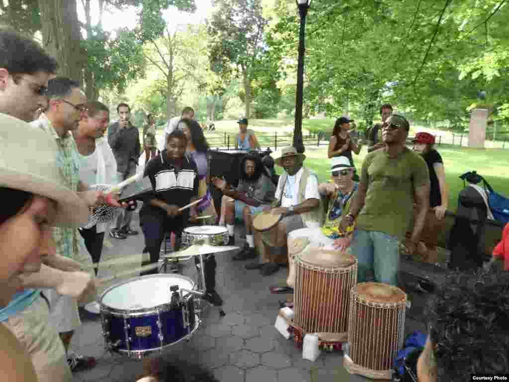 NY\Lukash - Уличные музыканты - неотъемлимая часть американских улиц и парков.
