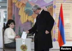 Prezident Sarqsyan səs verir, 6 dekabr