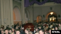 Belarus – funeral service for Iryna Kazulina, political prisoner Alexander Kazulin's wife, Minsk, The Red Church, 26Feb2008