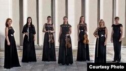 Членки на Македонската филхармонија.