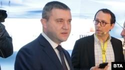 Finance Minister Vladislav Goranov (left) said Bulgaria would like to join the ERM2 as soon as April. (file photo)