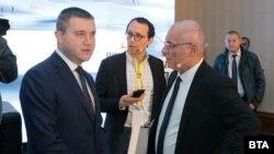 Управителят на БНБ Димитър Радев (дясно) и министърът на финансите Владислав Горанов.