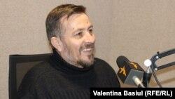 Dumitru Grosei în studioul Europei Libere (foto arhivă)