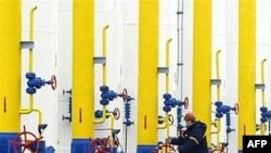 Предмет газового спора все тот же: «Газпром» требует у «Нафтогаза» погасить долги, а Киев винит в долгах посредников