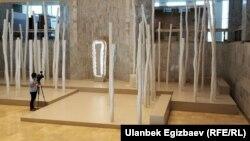 Тарых музейинин ичиндеги бул жыгач мамынын ар бири 1137 евродон алынган.