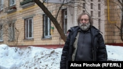 Дмитрий Герциг возле своего дома