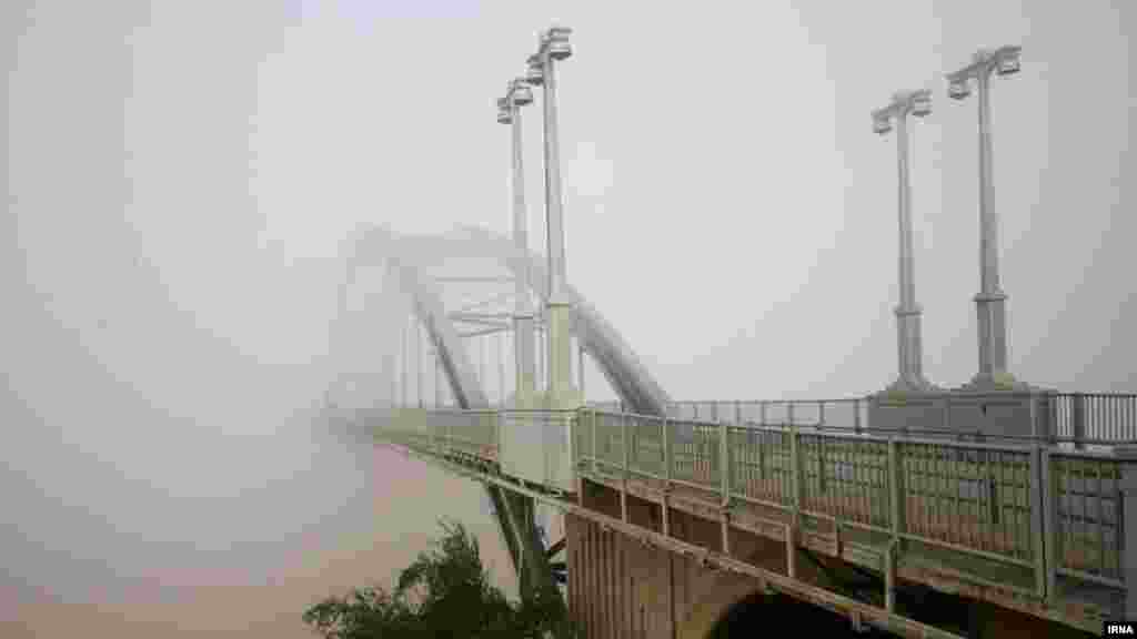 A bridge disappears into the fog in Ahvaz, Iran. (IRNA)