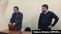 Леонид Волков и его адвокат Владимир Бандура выслушивают решение суда