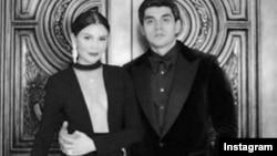 Базаром «Абу Сахий» в Ташкенте владеет Тимур Тилляев, супруг младшей дочери президента Ислама Каримова, Лолы Каримовой-Тилляевой.