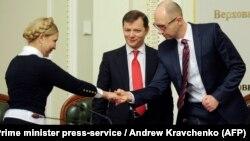 Юлия Тимошенко, Олег Ляшко и Арсений Яценюк после подписания соглашения о коалиции, 2014 год