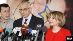 Директорот на Директоратот за проширување на Европската комисија Стефано Санино и вицепремиерката за евроинтеграции Теута Арифи на прес-конференција во Скопје.
