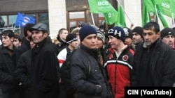Мәскеудегі өзбек мигранттары. (Көрнекі сурет)