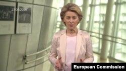 Урсула фон дер Лайен премина към директна комуникация с гражданите като от седмица всеки ден записва видео, в което обяснява действията на Еврокомисията за справяне с епидемията