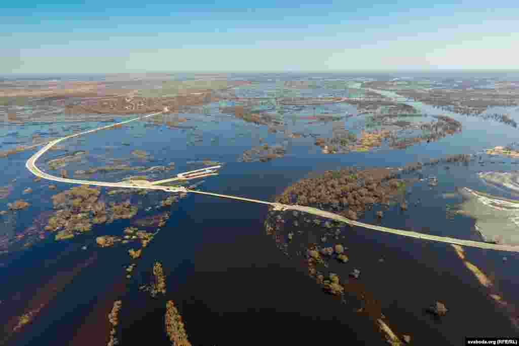 The Prypyat river floods the Homel region in Belarus, April 4. (RFE/RL)