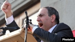 "Armenia - ""Haykakan Zhamanak"" editor Nikol Pashinian addresses an opposition rally in Yerevan, 31May2011."