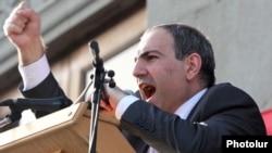 "Armenia - ""Haykakan Zhamanak"" editor Nikol Pashinian addresses an opposition rally in Yerevan, 31May2011."
