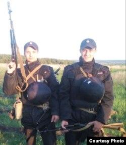 Азат Хуснутдинов (справа)