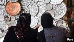 سهم کالاهاى صنعتى، کشاورزى، معدنى، فرش و صنايع دستى در صادرات غير نفتى ايران تنها حدود چهار ميليارد دلار بوده است.