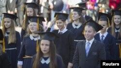 Иллюстративное фото. Ученики отмечают начало нового учебного года в оккупированой Макеевке. 1 октября 2014 года