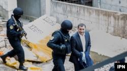 Fostul prim-ministru Vlad Filat escortat de poliție
