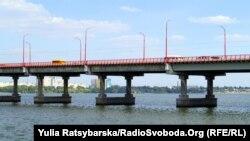 Депутат Дмитро Хозін каже, що це сталося через його намір вимагати від влади звіту щодо ремонту Центрального мосту у Дніпрі