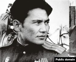 Казахский писатель Бауыржан Момышулы.