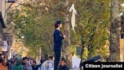 در یک سال گذشته اعتراض علنی به حجاب اجباری خبرساز شده و تعدادی از معترضان به حجاب اجباری مشهور به «دختران خیابان انقلاب» به دو سال زندان محکوم شدهاند.
