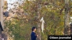 اعتراض به حجاب اجباری که با برداشتن روسری از سوی زنان که به «دختران خیابان انقلاب» معروف شدهاند، چند روز قبل از تظاهرات اعتراضی دیماه آغاز شد.