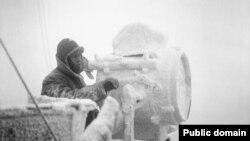 Морнар на брод кој бил дел од арктичкиот конвој, декември 1941.