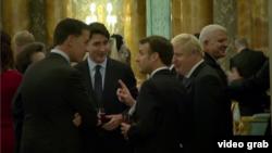 Канадский премьер Джастин Трюдо (в центре) и британский премьер Борис Джонсон (второй справа) на одном из саммитов НАТО (архив)