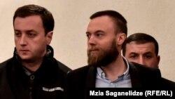 Джек Шеферд (справа) в тбилисском суде