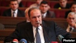 Лидер АНК Левон Тер-Петросян выступает на съезде Армянского общенационального движения, Ереване 22 декабря 2012 г.