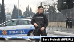 Поліція оточила будівлю американського посольства у столиці Чорногорії Подгориці, 22 лютого 2018 року