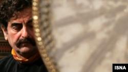 شهرام ناظری به خاطر يک عمر دستاورد هنری در زمينه موسيقی سنتی ايران شنبه شب بالاترين نشان فرهنگی فرانسه را دريافت کرد.